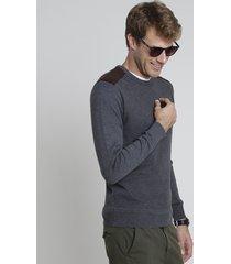 suéter masculino em tricô texturizado com recorte em suede cinza mescla escuro