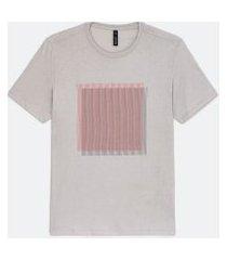 camiseta manga curta em algodão estampa localizada geométrica   request   cinza   g