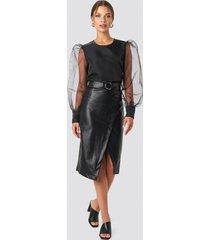 tina maria x na-kd overlapped faux leather midi skirt - black