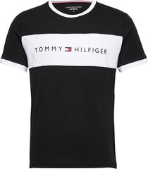 cn ss tee logo flag t-shirts short-sleeved svart tommy hilfiger