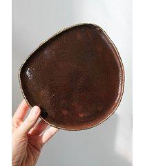 talerz nieregularny brązowy
