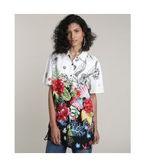 camisa feminina ampla alongada estampada floral tropical manga curta off white
