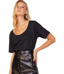 t-shirt amaro manga curta alongada decote profundo preto - preto - feminino - dafiti
