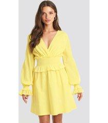 julia wieniawa x na-kd smocked detailed mini dress - yellow