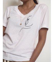 t-shirt z haftowanym szkicem woman
