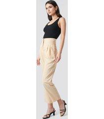 na-kd trend pleat detail high waist pants - beige