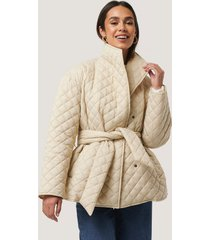 na-kd trend quilted short jacket - beige