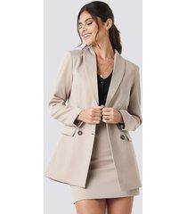 paola maria x na-kd tailored blazer - beige