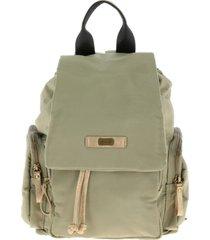 mochila militar verde humana