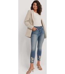 na-kd reborn skinny jeans i ekologisk bomull med sliten fåll - blue