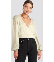 na-kd balloon sleeve short blouse - beige