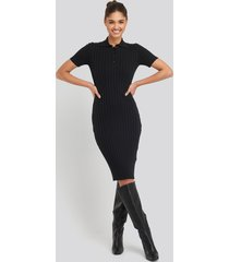 na-kd rib knitted midi dress - black