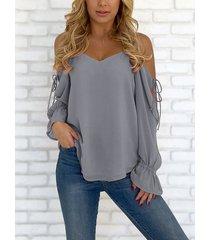blusa de gasa con cordones y hombros descubiertos con cuello en v gris