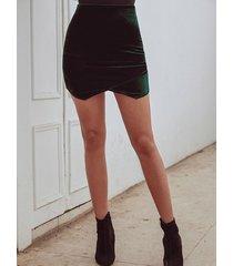 minifalda de terciopelo con dobladillo irregular cruzado verde