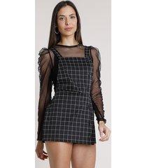 salopete short saia feminina estampada xadrez com botões e sobreposição alça média preta