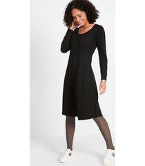 gebreide jurk in wijd uitlopend model