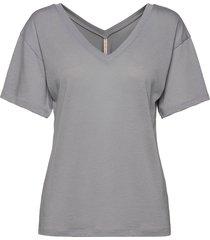 double v-neck tee t-shirts & tops short-sleeved grå filippa k soft sport