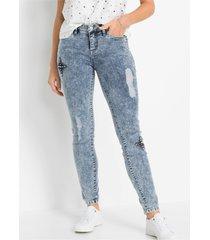 skinny jeans met patches en destroyed effecten