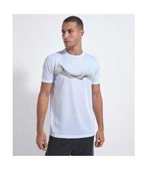 camiseta esportiva com estampa   get over   branco   g