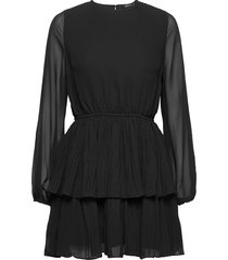 amber pleated dress kort klänning svart gina tricot