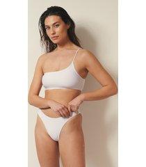 josefine hj x na-kd recycled bikinitrosa med hög benskärning - white