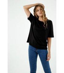 camiseta de mujer, silueta oversized, cuello redondo, manga corta color negro