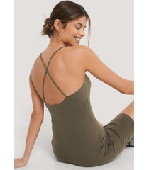 na-kd body med tunna axelband - green