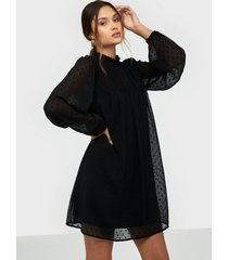 nly trend cute frill dobby dress loose fit dresses