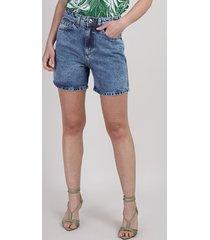 bermuda jeans feminina mom cintura alta com bolsos azul médio