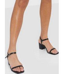 nly shoes square block heel sandal low heel black