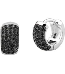 brinco argola de 12mm cravejado com cristais zircônias negras banhado a ródio branco - kanui
