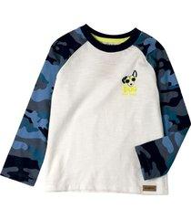 camiseta con mangas camufladas