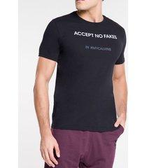camiseta masculina accept no fakes preta calvin klein jeans - p
