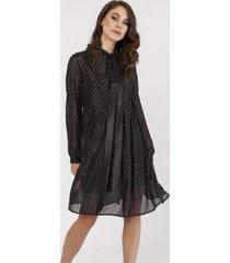 sukienka z połyskliwej tkaniny