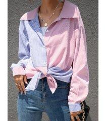 camicetta allentata a maniche lunghe con risvolto a maniche lunghe con bottoni a contrasto di colore a righe