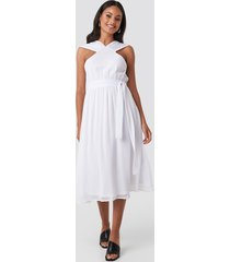 na-kd party wide strap halter neck midi dress - white