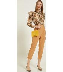 motivi pantaloni carrot con pieghe donna marrone