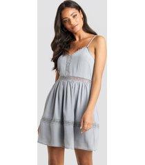 na-kd boho lace insert flowy mini dress - blue