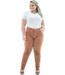 calça confidencial extra plus size jeans cigarrete destroyed caramelo feminina