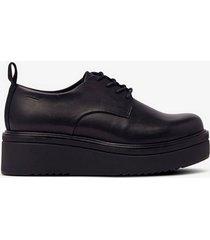 sneakers tara