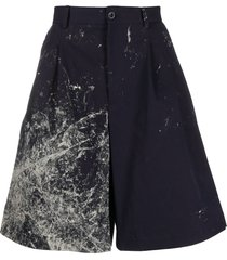 maison margiela abstract print wide-leg bermuda shorts - blue
