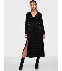 pieces pcalia ls ankle dress d2d långärmade klänningar