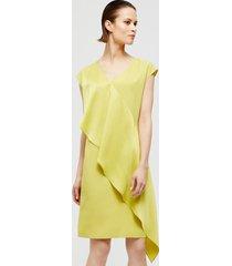 suknia satynowa z falbaną