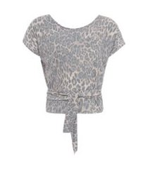 camiseta transpassada onça j. chermann - animal print
