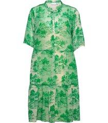 dress in wallpaper print - recycled knälång klänning grön coster copenhagen
