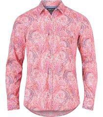 skjorta med paisleymönster