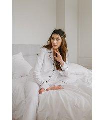 biała klasyczna piżama długa