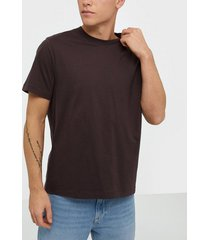 filippa k m. single jersey tee t-shirts & linnen dark plum