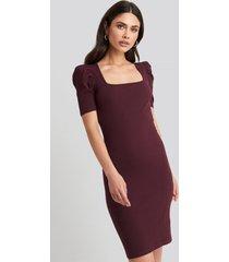 na-kd ribbed puff sleeve dress - burgundy