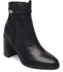 block branding high heel boot shoes boots ankle boots ankle boot - heel svart tommy hilfiger